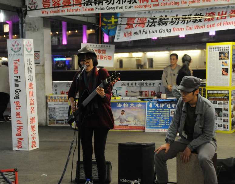 Entertaining the crowds in Kowloon