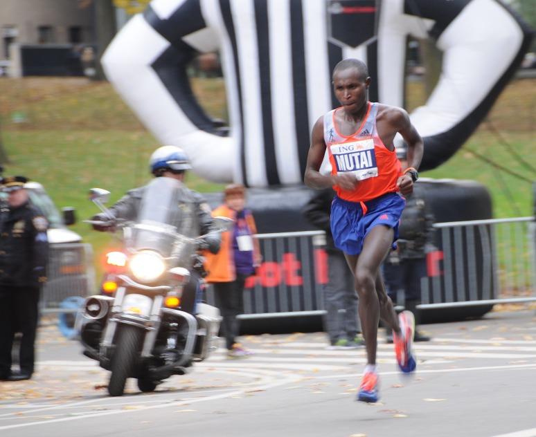 First place in the Men's Geoffrey Mutai 2:08:24 Kenya